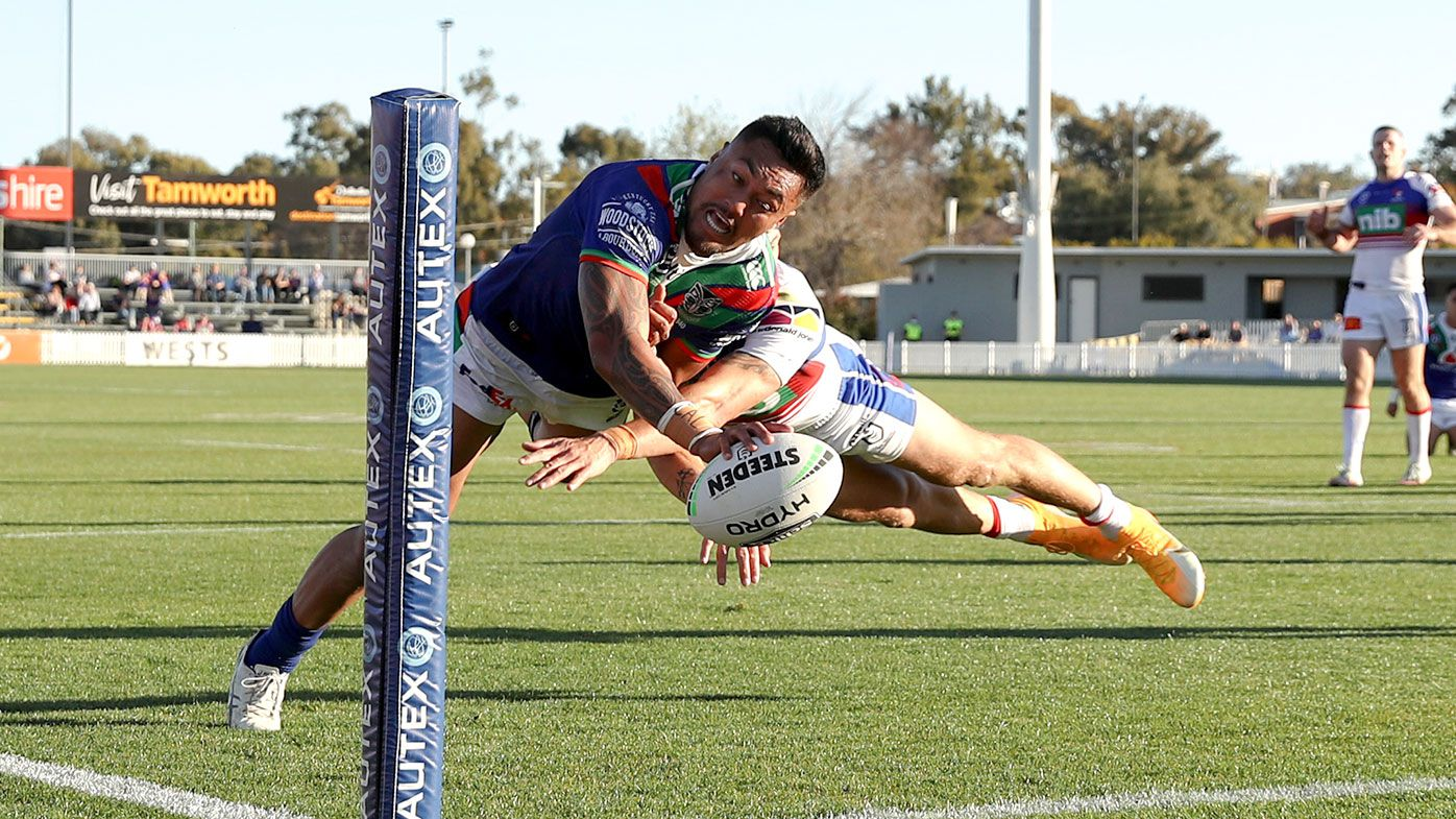 Adam Pompey of the Warriors dives over to score a try during the round 16 NRL match between the New Zealand Warriors and the Newcastle Knights at Scully Park on August 29, 2020 in Tamworth, Australia.