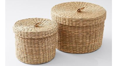 Small baskets with lids