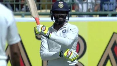 <strong>Ravindra Jadeja brandishes bat at the Aussies like a samurai </strong>