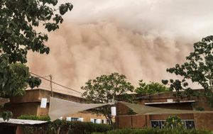 'Apocalyptic' sand storm engulfs Niger's capital city
