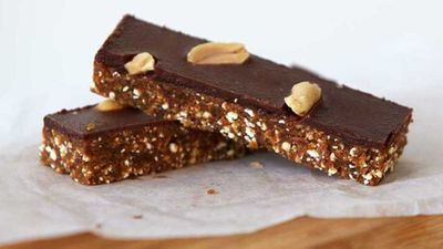"<a href=""http://kitchen.nine.com.au/2016/10/27/16/18/urban-orchards-raw-snickers-bar"" target=""_top"">Urban Orchard's raw not-snickers bar </a>recipe"