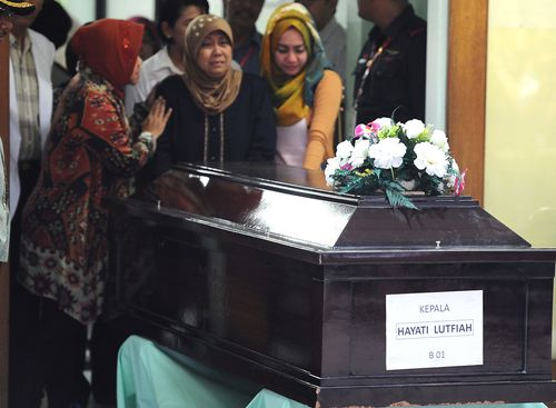 The mother of AirAsia Flight QZ8501 victim Hayati Lutfiah Hami cries as her body is handed over in Surabaya. (Getty Images)