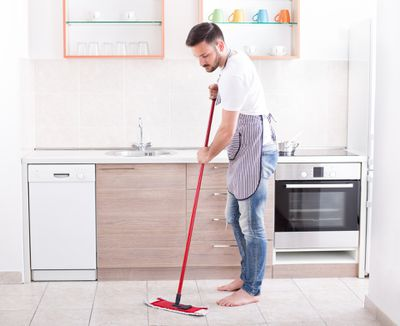 <strong>7 They sweep or Swiffer before bed</strong>