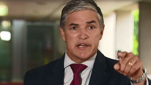 Robbie Katter wants a feasibility study on the merits of splitting Queensland into two states.