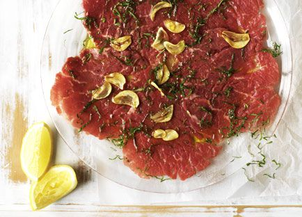Raw beef fillet with mint, oregano, garlic and lemon