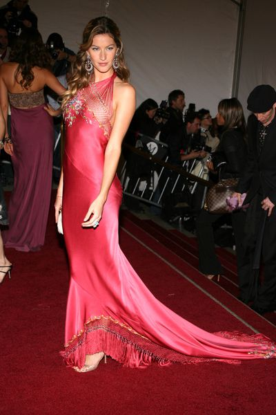 9. The exhibition may have been AngloMania: Tradition and Transgression on British Fashion but Asia was the theme of Gisele Bundchen's eternally elegant bias cut gown by John Galliano for Christian Dior at the Met Gala in 2006.