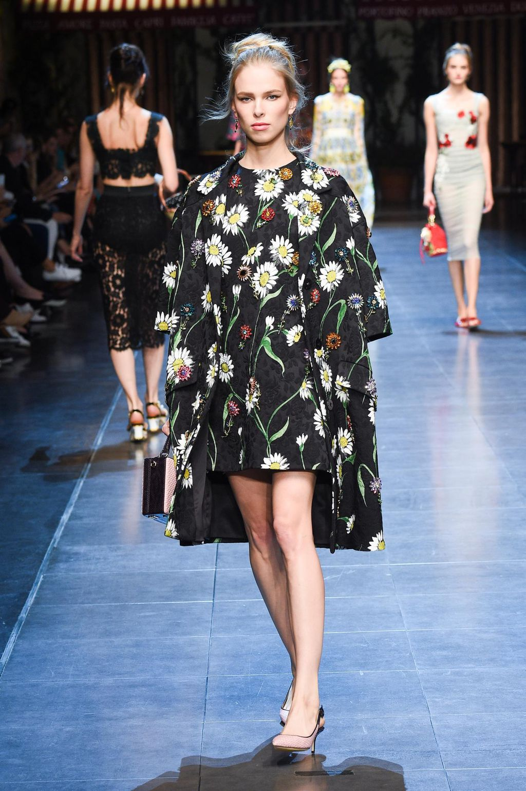 Dolce   Gabbana spring summer 2016 ready-to-wear  ccfcd841384