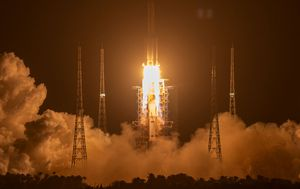 China space mission to bring back moon rocks blasts off