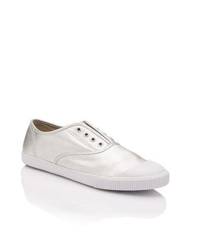 "<a href=""http://www.sportsgirl.com.au/shoes/sneakers/weekender-sneaker-silver"" target=""_blank"">Sportsgirl </a>Weekender Sneaker, $39.95<br>"
