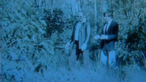 Police at the scene of Ms Dixon's murder in 1982. (9NEWS)