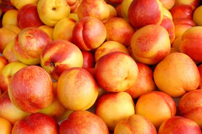 Nectarines: 8g sugar per 100g