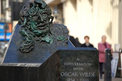 <strong>London, England: A Conversation with Oscar Wilde</strong>