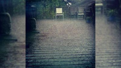 Hail in Yeronga. (Instagram: @fabuloustovie)