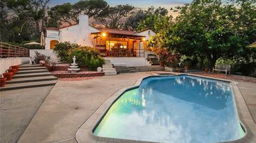 Home from Manson family murders goes up for sale
