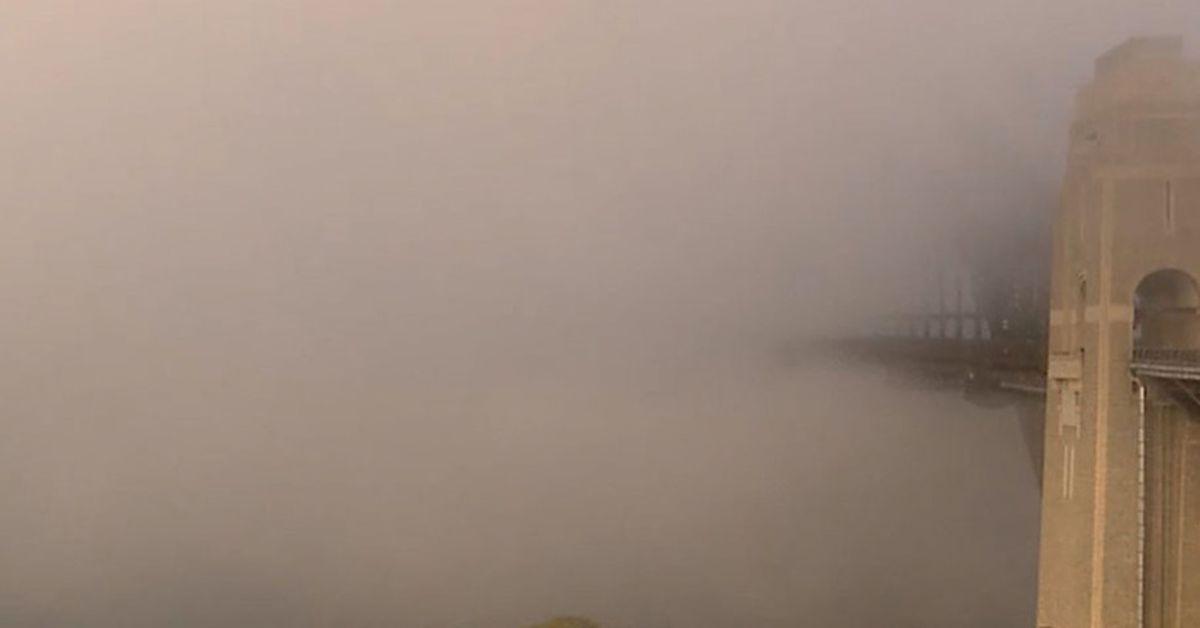 Sydney wakes to smoke and fog – 9News