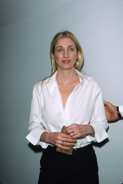 <p>Statement Red Lip</p> <p>Muse - Carolyn Bessette-Kennedy pictured in 1998<br> <br> </p>
