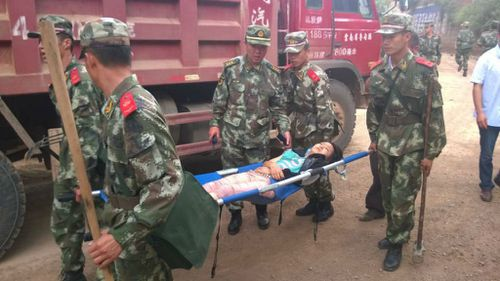 Police transport the injured after a 6.5-magnitude earthquake in Zhaotong, in China's Yunnan province. (Getty Images)