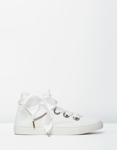 "<a href=""https://www.theiconic.com.au/bowery-493774.html"" target=""_blank"">Wittner Bowery Sneakers in White Nappa, $42</a>"