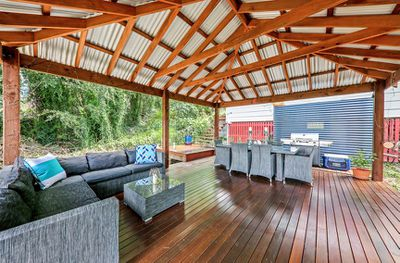 """<a href=""""http://www.realestate.com.au/property-house-qld-red+hill-124497798"""" target=""""_blank"""">28 Waterworks Road, Red Hill&nbsp;</a>"""