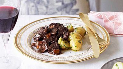 "9.)&nbsp;Beef Bourguignon -&nbsp;<a href=""https://kitchen.nine.com.au/2016/05/16/16/35/boeuf-bourguignon"" target=""_top"">Boeuf Bourguignon</a>"