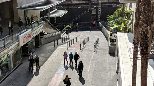 Tinseltown is gearing up to mark the Oscar's 90th year – but for an event that typically draws huge crowds, Hollywood Boulevard is looking comparatively empty. (9NEWS/Ehsan Knopf)