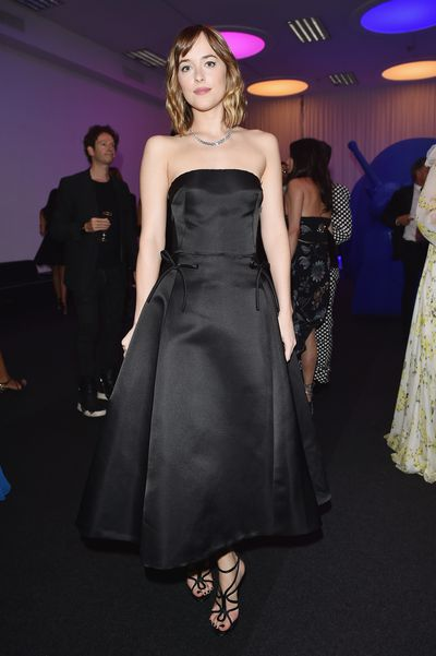 Even wanted to know what Milan is like when the lights go down? It involves supermodels, performances by Debbie Harry and Icona Pop, couture and high stakes bidding. Have a look at what everyone wore to the amfAR Milano Gala, the annual star-studded dinner and auction that raises money for AIDS research.