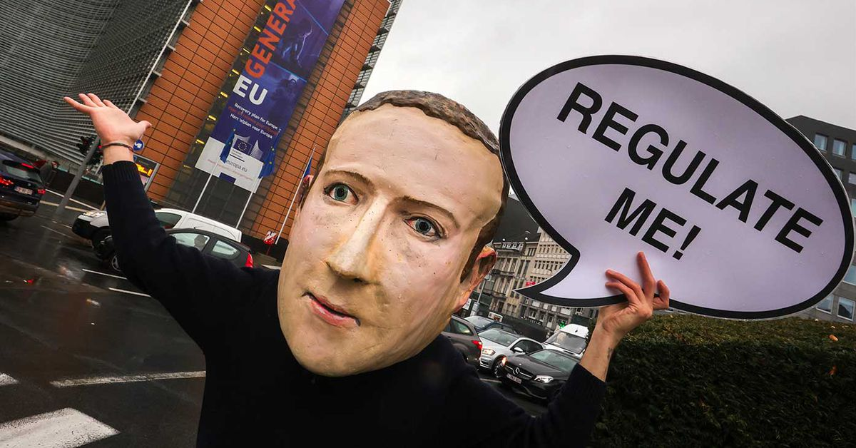 India imposes new rules on social media companies Facebook Instagram Twitter YouTube