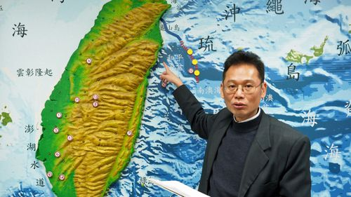 Chen Kuo-chang, acting director of the Seismological Observation Center, briefs reporters on a flurry of earthquakes which have struck off Taiwan's east coast. (Photo: AAP).