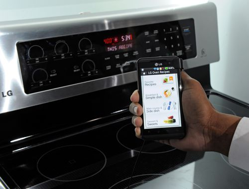 LG showing an example of an oven automatically preparing itself for a recipe suggested based on ingredients.