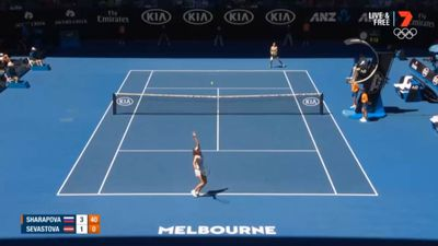 Sharapova v Kerber in Open third round