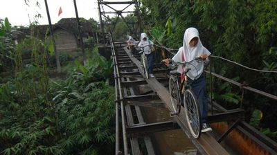 Some more daring commuters are even said to ride scooters across the slippery span.