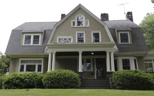 When Derek and Maria Broaddus bought their home in Westfield, New Jersey, in 2014, they began receiving disturbing letters from someone who called themselves The Watcher.