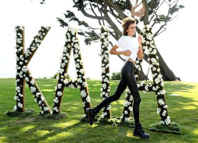 """<p>Kaia Gerber in model form in front of a floral backdrop by Marc Jacobs.</p> <p>Kaia posted to Instagram: """"@marcjacobs&nbsp;spelled my name out for me in daisies! thanks for all the love.""""</p>"""