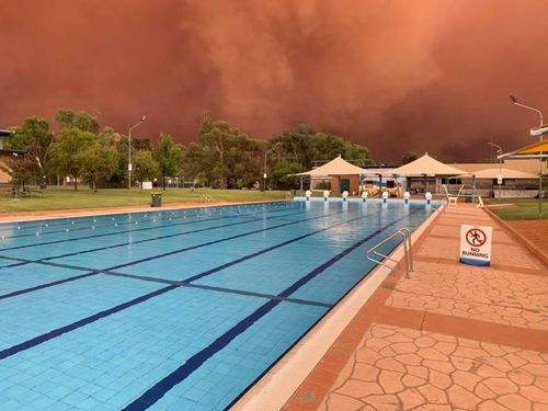 A dust storm engulfs Condobolin Swimming Pool in regional NSW.