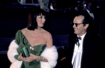 Jack Nicholson and Anjelica Huston in Tzetzi Ganev at the 1986 Academy Awards
