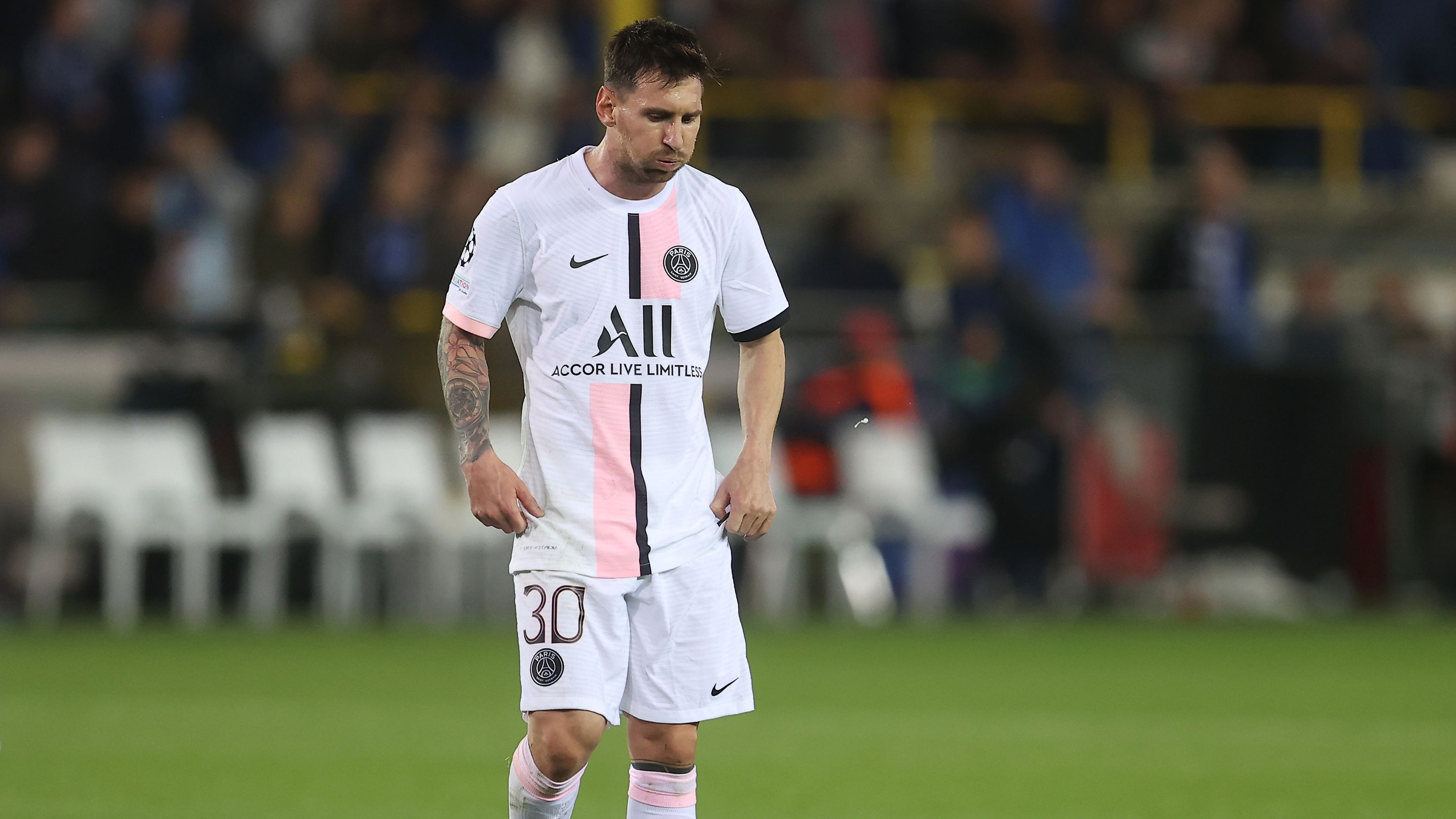 Lionel Messi substituted on home debut as Paris Saint-Germain score late winner