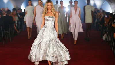 Jennifer Hawkins leads the finale in Toni Maticevski. Myer Autumn/Winter 2017.