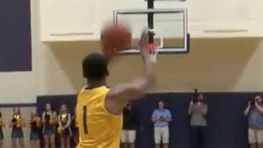 Basketball: US college players nail half-court shots