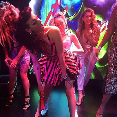<p>Miley and <em>RuPaul's Drag Race</em> queen Violet Chachki...</p>