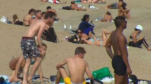Beachgoers flouting health guidelines at St Kilda Beach.