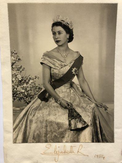 Signed photograph of Queen Elizabeth II in 1954 sent to the Evatt family