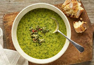 "<a href=""http://kitchen.nine.com.au/2016/05/20/10/38/spinach-and-zucchini-soup-with-a-mint-pinenut-pesto"" target=""_top"">Spinach and zucchini soup with a mint pinenut pesto</a>"