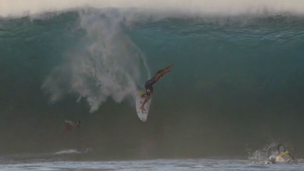 Wright wipes out in North Shore surf