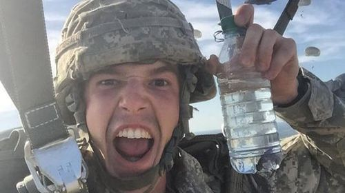 US paratrooper scolded for taking selfie with pet fish