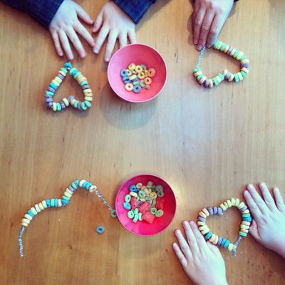<p><strong>Sweethearts ...</strong></p> <p>Pipe cleaners. Colourful candy like Lifesavers or cereal like Fruit Loops. Thread them. Shape them. Eat them. Easy. </p> <p>(Sugar-free? Use beads - and don't eat them!)</p>