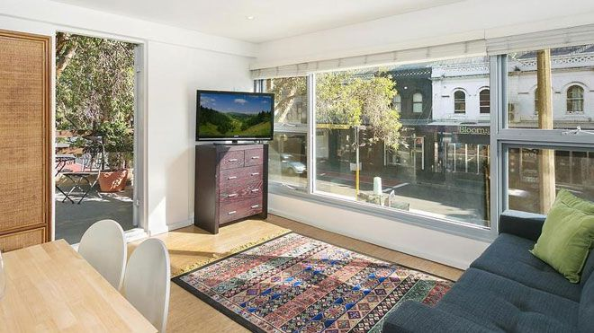 A tiny studio in Sydney that can't even fit a bed in has sold for more than half a million dollars at auction.<br /> The first floor studio on Oxford Street in Paddington sold for $61,000 above its reserve price, earning a whopping $506,000 for its owners.&nbsp;