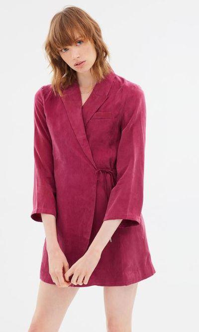 "<a href=""https://www.theiconic.com.au/shadow-play-blazer-dress-586947.html"" target=""_blank"" title=""Third Form Shadow Play Blazer Dress in Berry, $130"">Third Form Shadow Play Blazer Dress in Berry, $130</a>"