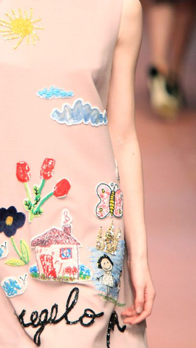 "Last season: Shouty logos emblazoned across clutches and jackets<br _tmplitem=""9"">This season: Dainty, personalised embroidery on all surfaces (tees, jeans, even sneakers)"