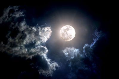 It's the full moon