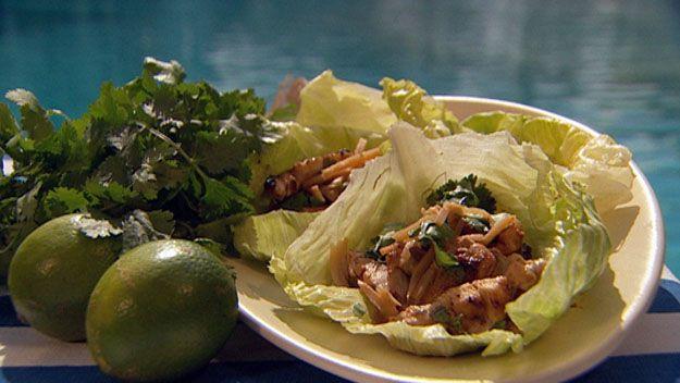 Crispy chicken & bamboo lettuce cups